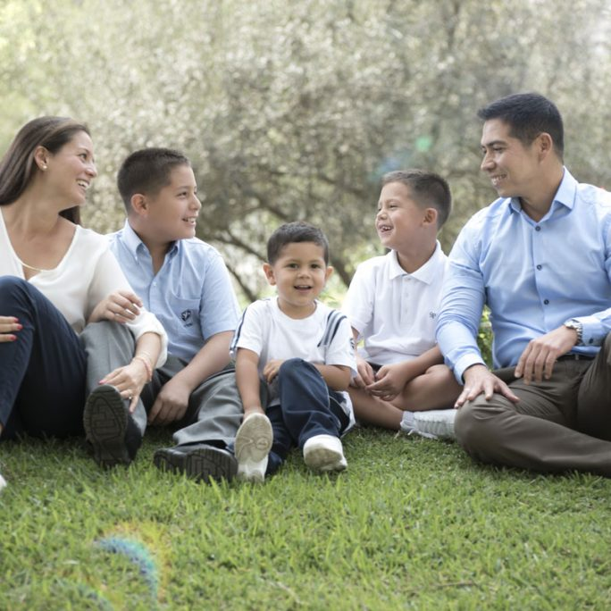 Foto-seccion-pq-estudiar-aqui-Para-educamos-conla-familia